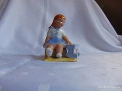 Kislány bölcsövel, ritka kerámia figura