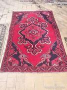 Iráni gyapjú szőnyeg.