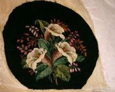 Antik selyemszitás hímzésű kézimunka