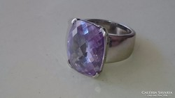 Ezüst impozáns dekoratív gyűrű ametisztel