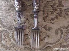 Eladó a képen látható 2 ezüst villa