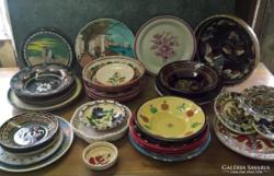 39 darab porcelán, kerámia és fém tál illetve tányér.