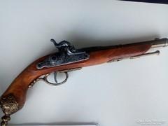 Olasz csappantyús pisztoly replikája.