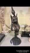 Angyal kezében béka - bronz szobor
