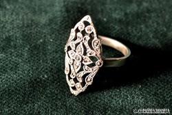Ezüst gyűrű markazit kövekkel.