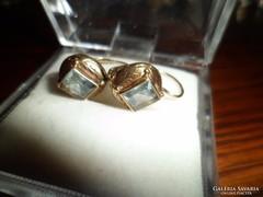 Antik arany fülbevaló spinellekkel