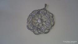 Ezüst gyönyörűen cizellált filigrán medál