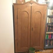 Antik fenyő szekrény dió színre pácolva eladó