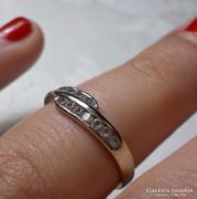 14 karátos fehér arany gyűrű 14 db. kővel