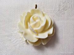 Csont hatású rózsa medál