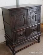 Nagyon régi reneszánsz,kb.250 éves szekrény