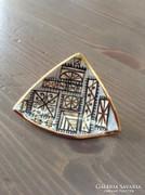 Különleges kézzel festett kerámia bross