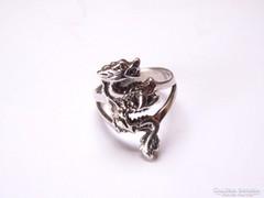 Mitológiai sárkányos ezüst gyűrű.
