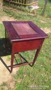 Antik különleges asztal réz görgös lábakkal eladó.Bárasztal