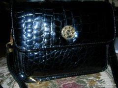 Fekete bőrlakk táska