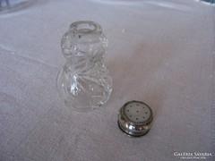 Csiszolt üveg asztali sószóró ezüstözött kupakkal