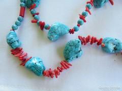 Nagyon dekoratív türkiz- korall gyöngysor