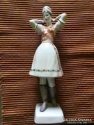 Hollóházi porcelán figura