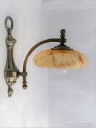 Barokk jellegű falikar.