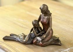 Anya gyermekével szobor fotókerettel