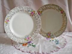 Jelzett porcelán süteményes vagy kínáló tál rózsás széllel