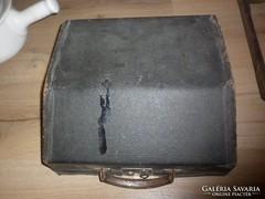 Régi írógép doboz