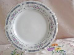 Jelzett porcelán süteményes vagy kínáló tál / rózsás széllel