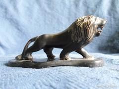 Nagyon régi fekete bakelit oroszlán  11,5 x 4,5 x 5,5