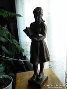 Olcsai Kiss Zoltán  Olvasó lány  szobor kisplasztika