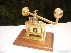 Stílusos asztali réz prés  gép  , akár diótörő