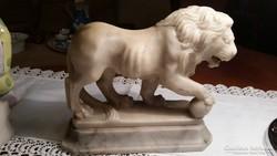 Oroszlán márvány szobor