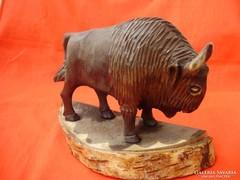 Ritka antik faragott bölény szobor