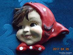 Piros pöttyös kendős mosolygó leány arc-kerámia fali dísz
