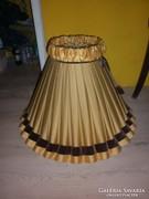 Hatalmas nagy lámpa ernyő