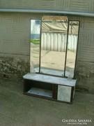 Régi tükrös szekrény