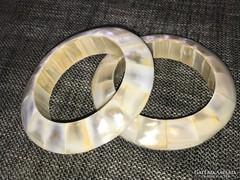 Kagyló karperecek csodálatos selyem fénnyel 6,6cm átmérő