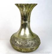 0L686 Régi virágdíszes ezüstözött váza 21.5 cm