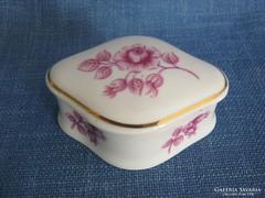 Hollóházi porcelán rózsás bonbonier