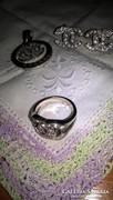 Chanel mintás medál, fülbevalók és gyűrűből álló szett