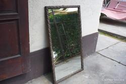 Fa keretes fali tükör