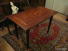 Szép intarziás régi asztalka eladó jó állapotban