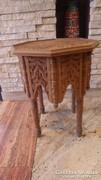 Faragott fa asztal