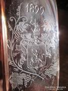 1899-es vésett családi címeres pincetok üveg
