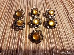 7 db antik borostyán színű gomb