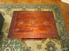 Antik faragott asztalka!