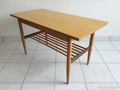 Retro csíkos asztal