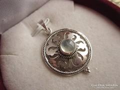 Áttört antik ezüst filigrán holdkő medál