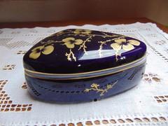 Kobaltkék hollóházi bonbonier