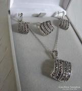 Ezüst szett/ füli+medál lánccal+ gyűrű /rengeteg markazittal