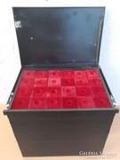 Érmeberakó szekrény numizmatika régi pénz gyűjtő